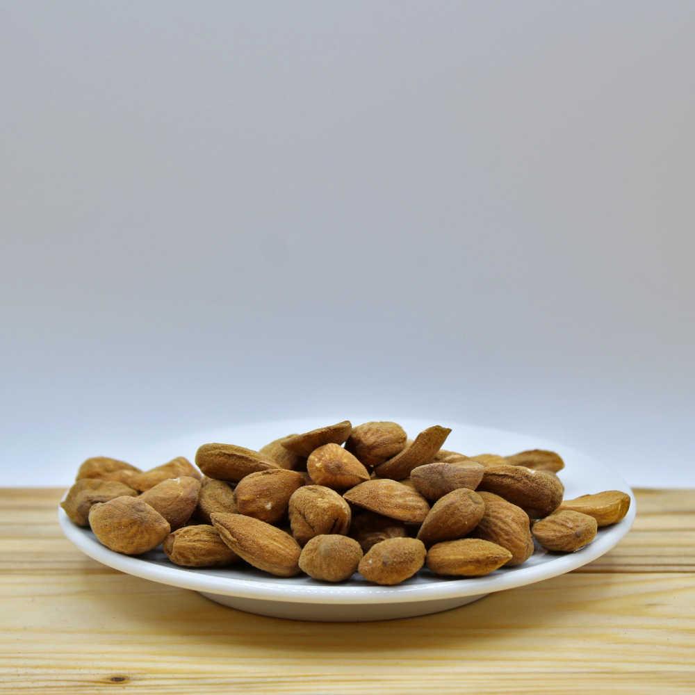 Mandorle sgusciate per pasticceria 1 kg - Puglia - Mezzaria